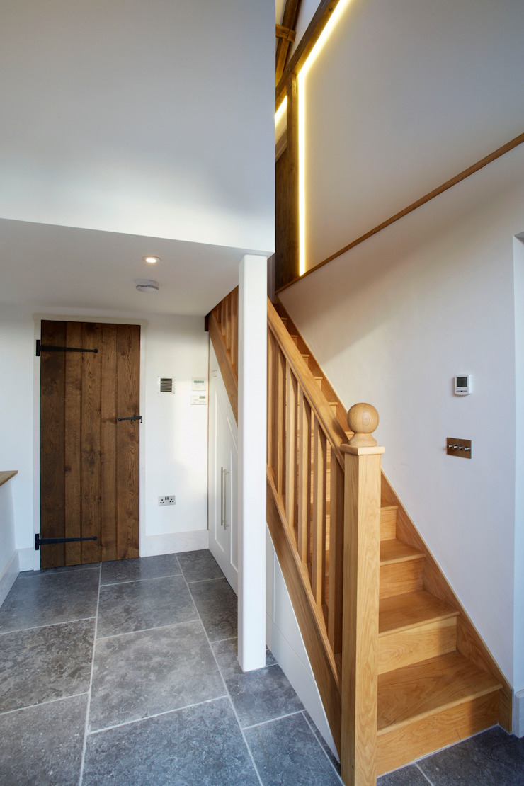 Utility Couloir, entrée, escaliers ruraux par Hart Design and Construction Rural