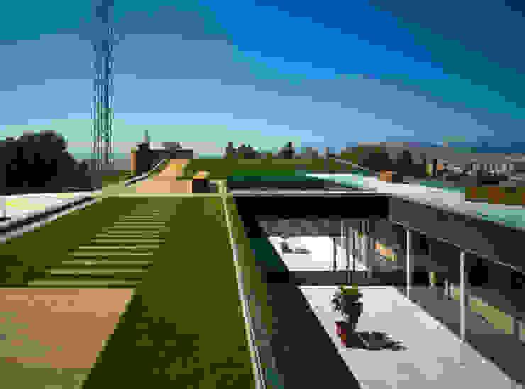 112 GRANADA Edificios de oficinas de estilo moderno de estudio rosa palacios arquitectos Moderno