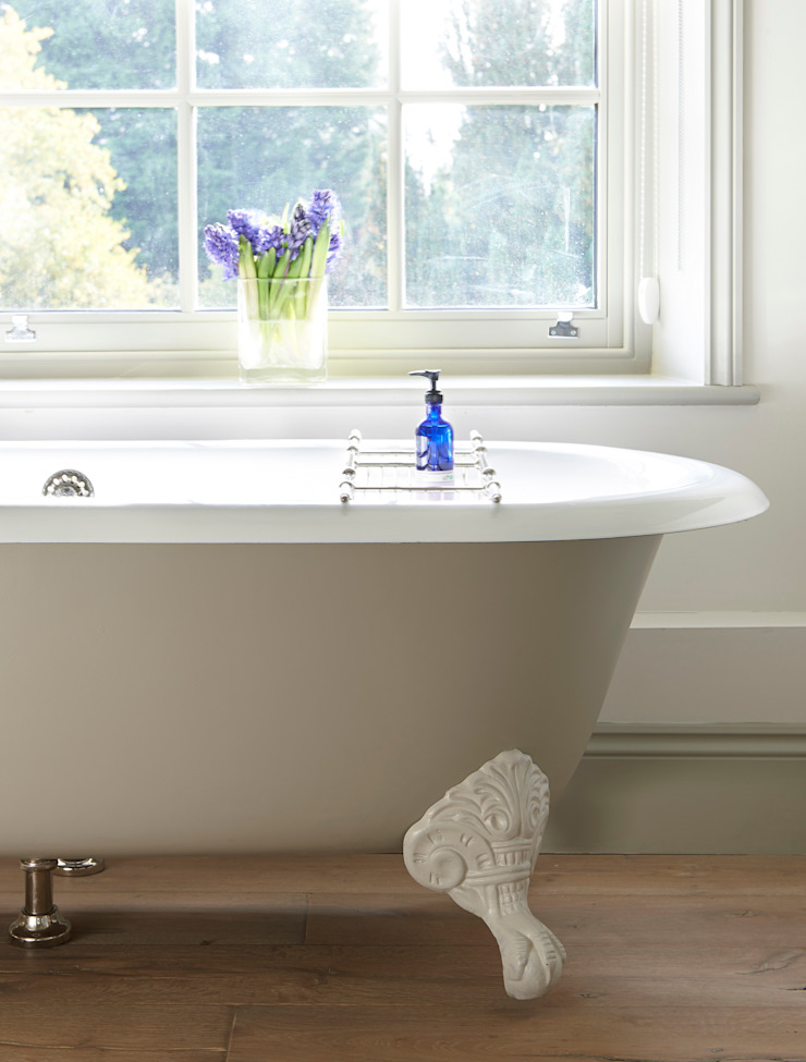 Drummonds Case Study: Georgian Farmhouse, Surrey Drummonds Bathrooms 浴室