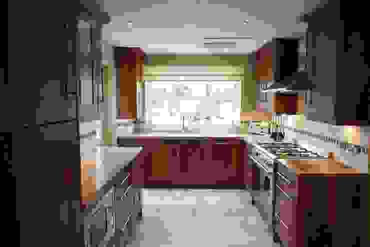 Kitchen Cocinas de estilo moderno de Chameleon Designs Interiors Moderno