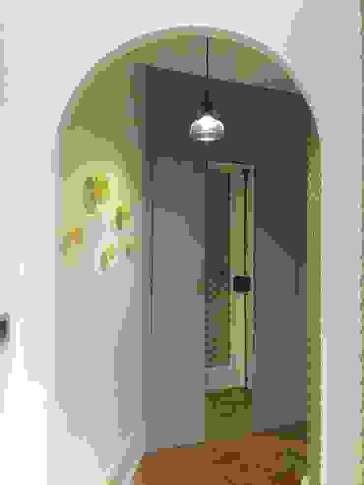 Rénovation d'un appartement à Lyon02/ Bellecour Modern corridor, hallway & stairs by Pepper Butter Modern