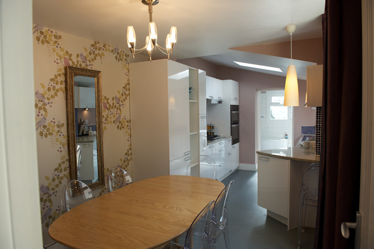 Dining Room to Kitchen Modern kitchen by Chameleon Designs Interiors Modern