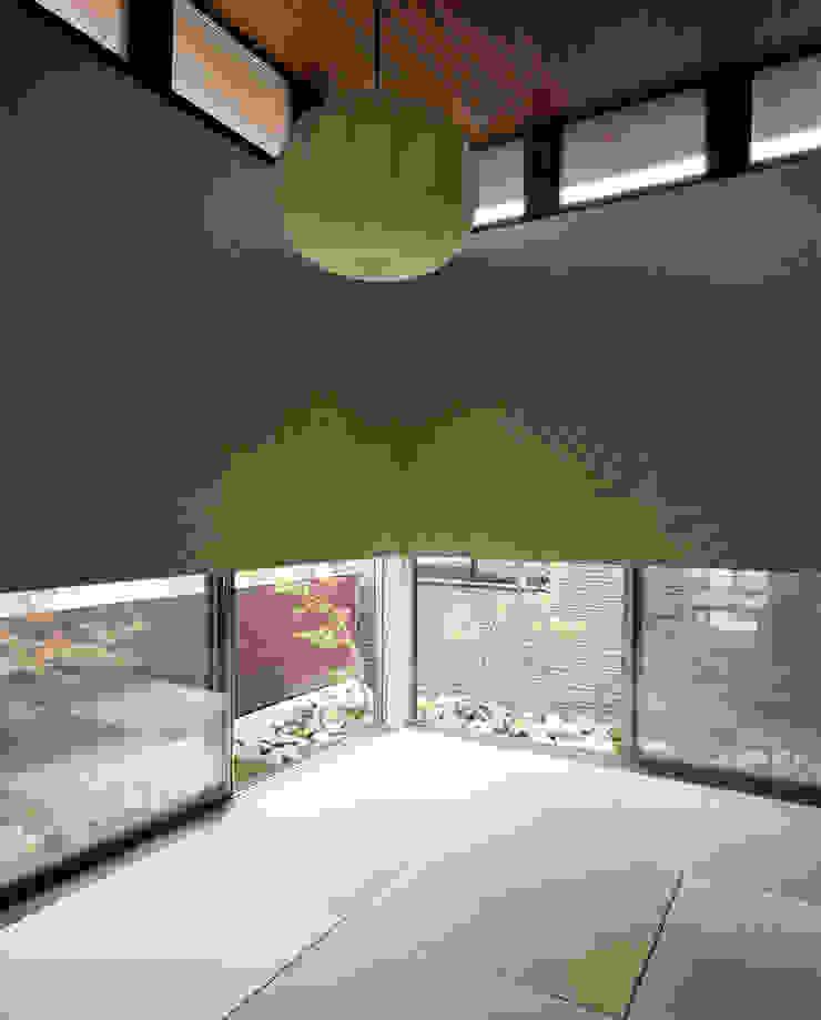 和室 H建築スタジオ モダンデザインの 多目的室