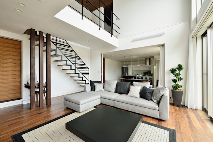 Livings de estilo moderno de H建築スタジオ Moderno