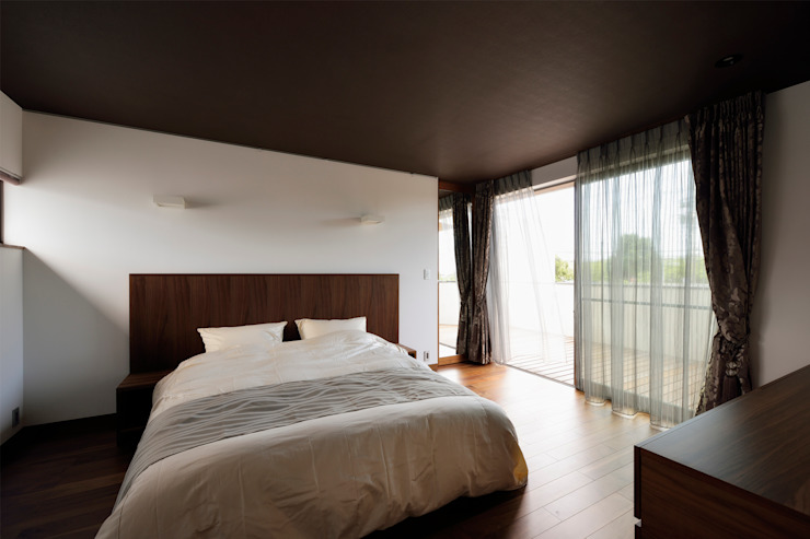 Chambre moderne par H建築スタジオ Moderne