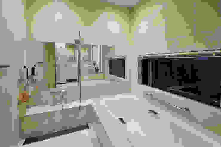 Salle de bain moderne par H建築スタジオ Moderne