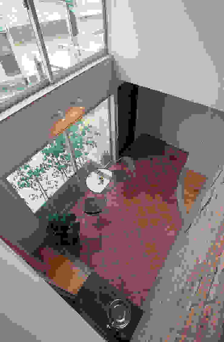 イン・ドア・パティオ 北欧スタイルの 壁&床 の ジェイ石田アソシエイツ 北欧
