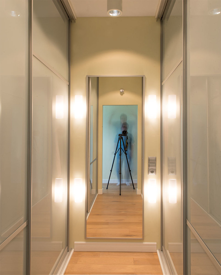 Minimalist dressing room by D&T Architects Minimalist