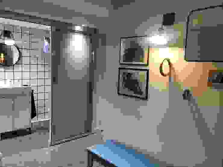 Rénovation maison Saint Cyr au Mont d'Or Modern corridor, hallway & stairs by Pepper Butter Modern