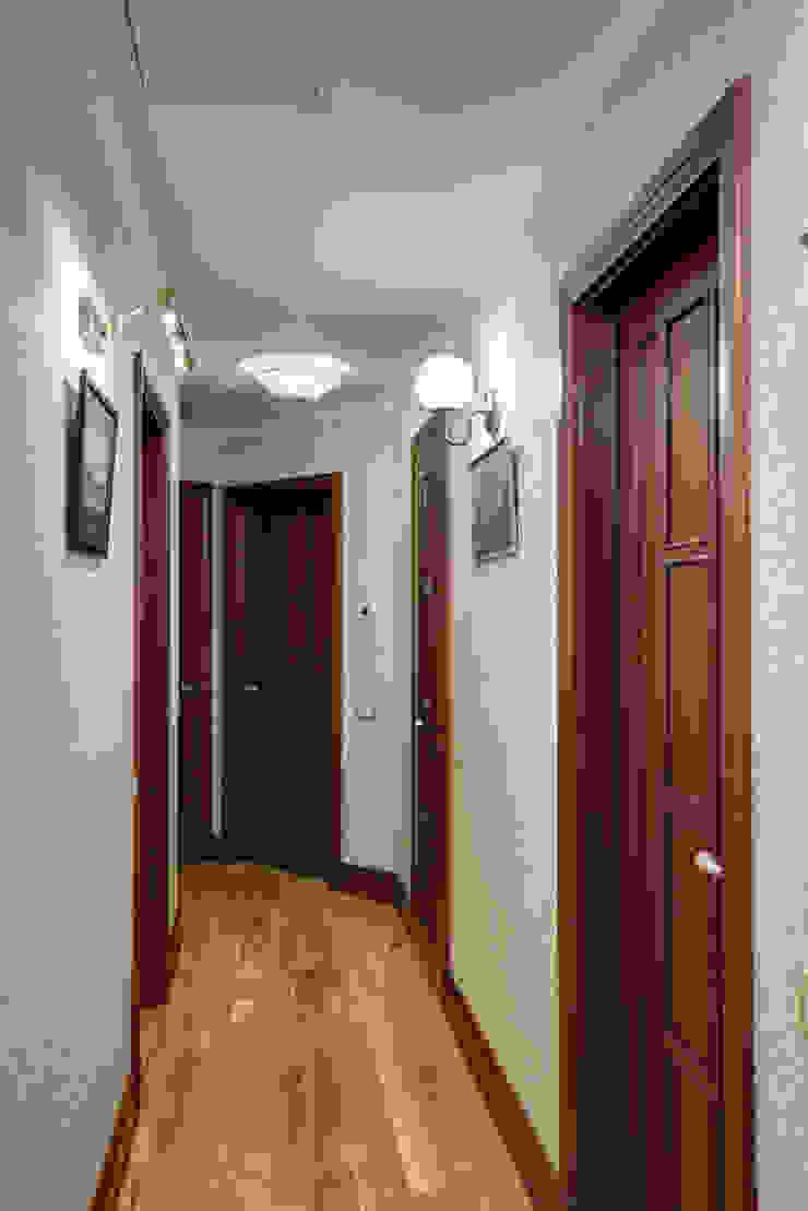 """""""По стопам Прерафаэлитов"""" Коридор, прихожая и лестница в классическом стиле от D&T Architects Классический"""