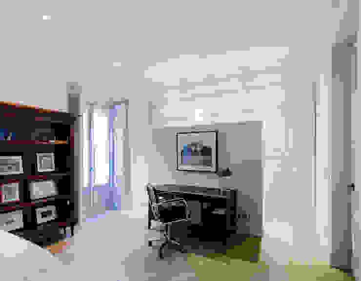 Vivienda zona Justicia, Madrid Estudios y despachos de estilo clásico de nimú equipo de diseño Clásico