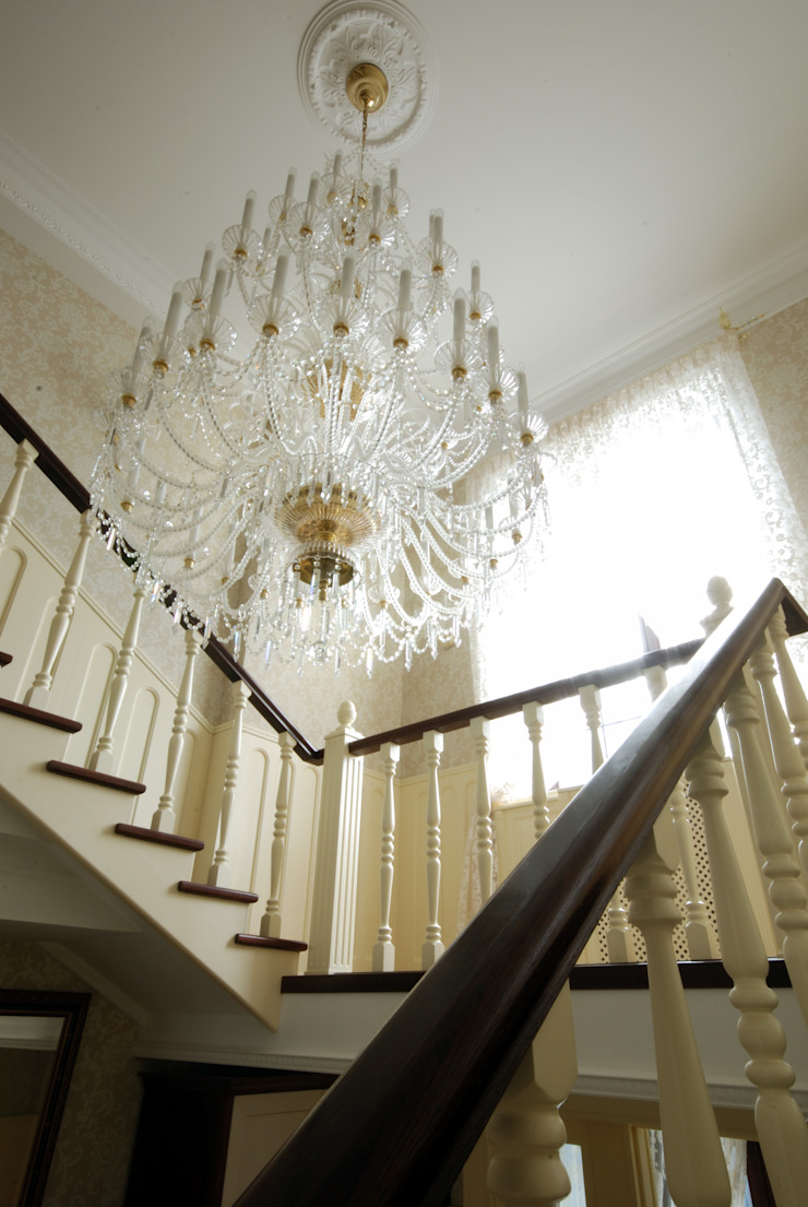 Classic style corridor, hallway and stairs by D&T Architects Classic