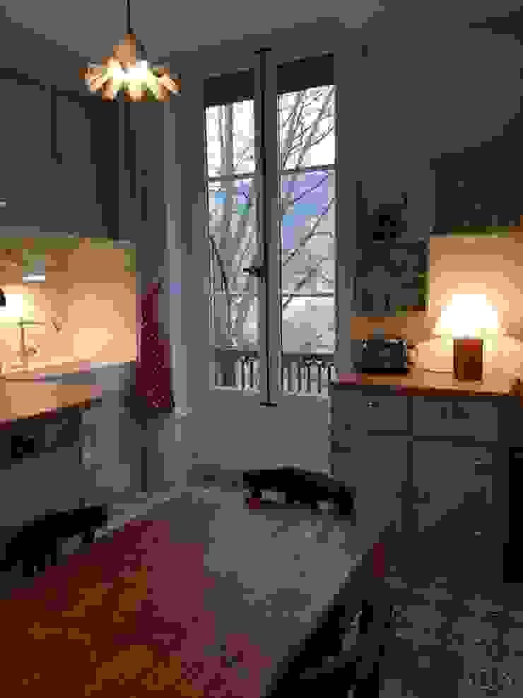 Rénovation d'une cuisine dans un vieil immeuble sur les quais de Lyon Eclectic style kitchen by Pepper Butter Eclectic