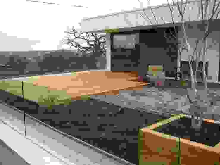Roof Deck / Decking Unique Landscapes Балкон и терраса в классическом стиле