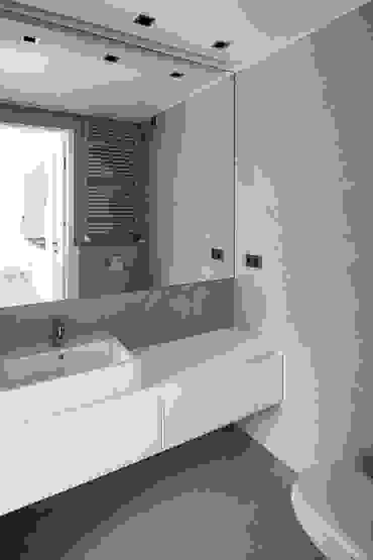 OneByNine Minimalist style bathroom