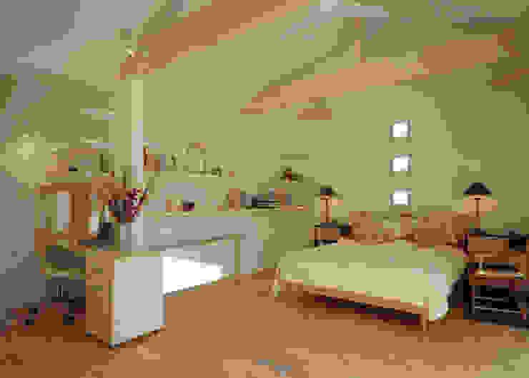 ガレージハウス オリジナルスタイルの 寝室 の ジェイ石田アソシエイツ オリジナル