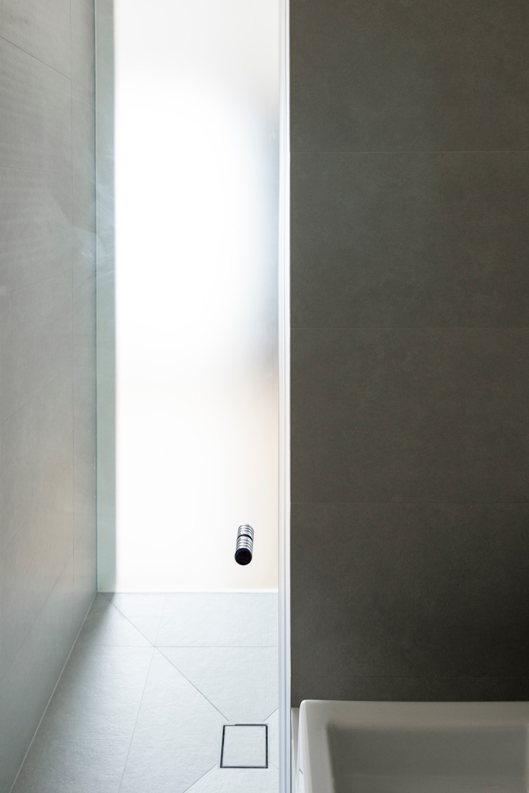 OneByNine Minimal style window and door