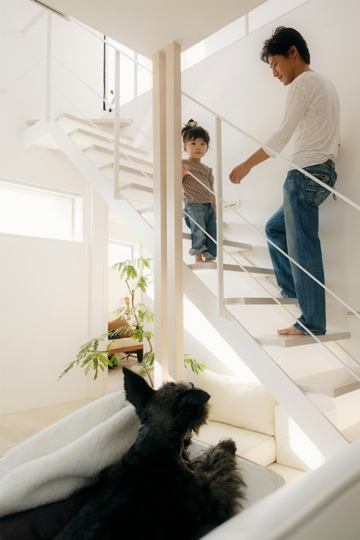 H建築スタジオ Pasillos, vestíbulos y escaleras de estilo moderno