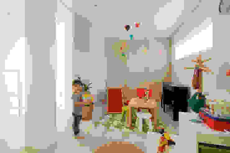 H建築スタジオ Dormitorios infantiles de estilo moderno