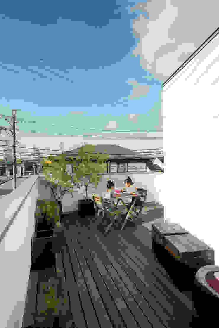 H建築スタジオ Balkon, Beranda & Teras Modern