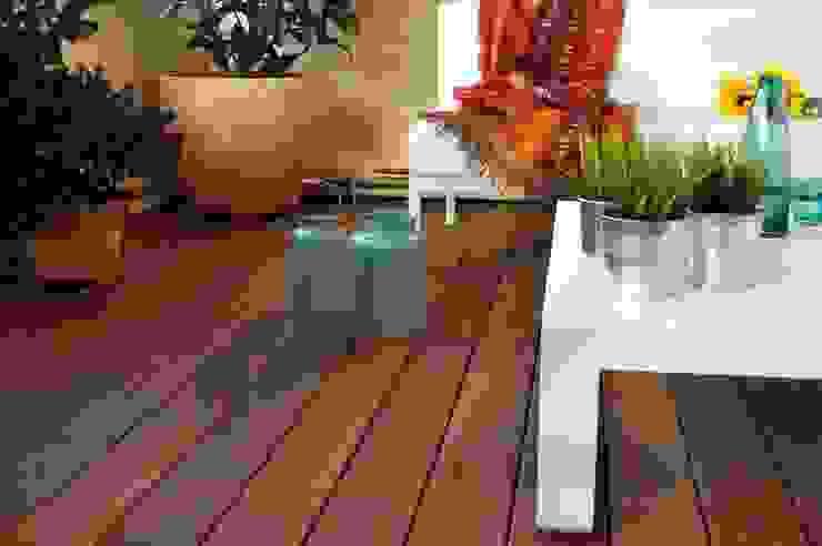 #terrazaJERÓNIMOS Balcones y terrazas de estilo moderno de +2 Moderno