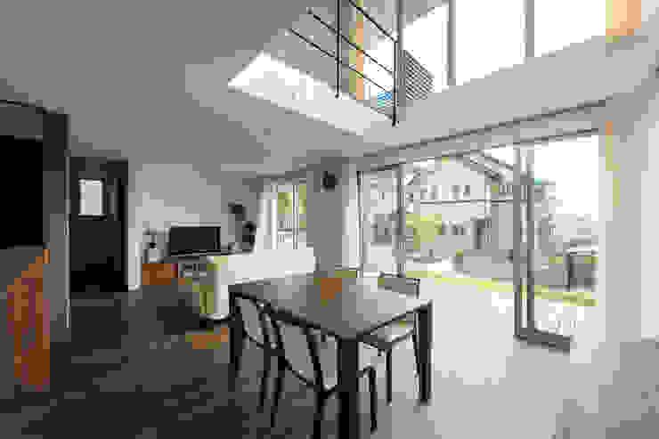 Дома в стиле модерн от H建築スタジオ Модерн