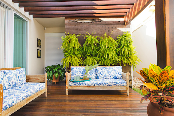 Tropical style balcony, porch & terrace by Rafaela Dal'Maso Arquitetura Tropical
