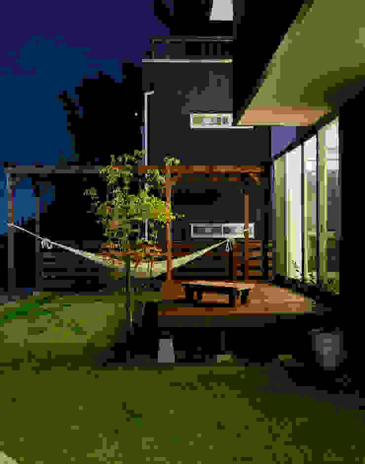 デッキテラス モダンな庭 の H建築スタジオ モダン