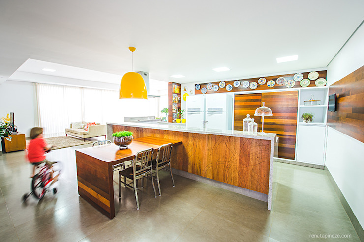 Kitchen by Rafaela Dal'Maso Arquitetura,