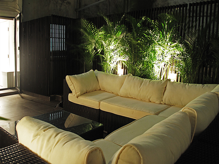 OneByNine Modern balcony, veranda & terrace