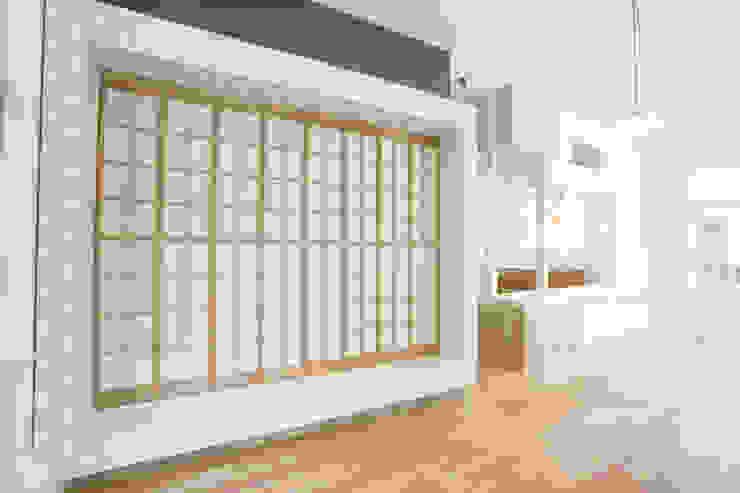 家の中の縁側 和風の 寝室 の 戸田晃建築設計事務所 和風