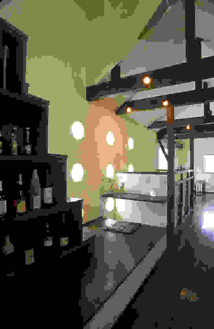 中庭エントランスのある家・・バリ風ハウス 和風の 玄関&廊下&階段 の ジェイ石田アソシエイツ 和風