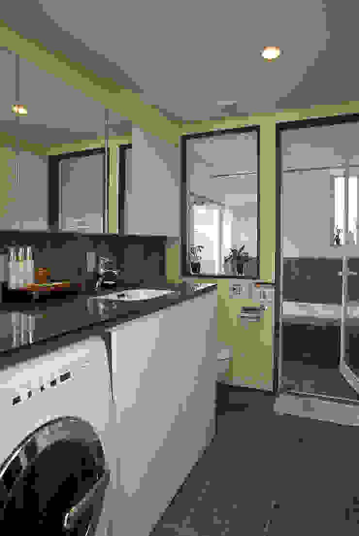 中庭エントランスのある家・・バリ風ハウス トロピカルスタイルの お風呂・バスルーム の ジェイ石田アソシエイツ トロピカル