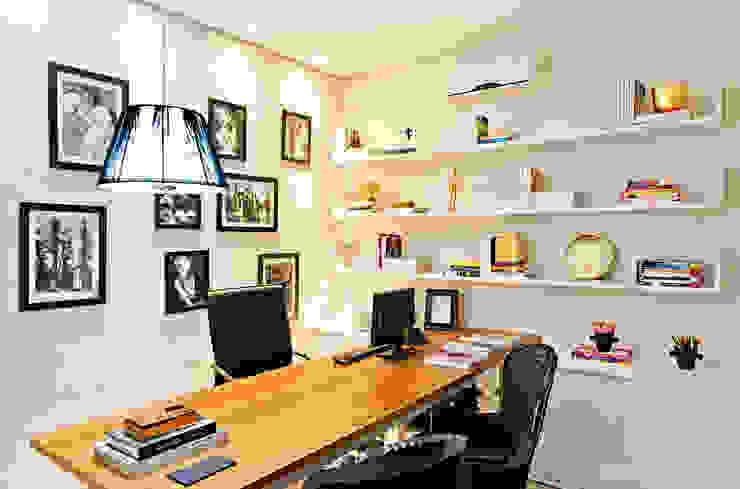 Escritório da Designer Lojas & Imóveis comerciais ecléticos por Rafaela Dal'Maso Arquitetura Eclético