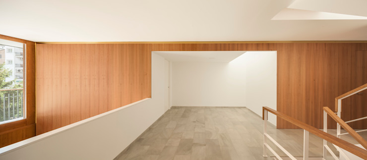 Casa CP Paredes y suelos de estilo minimalista de Alventosa Morell Arquitectes Minimalista