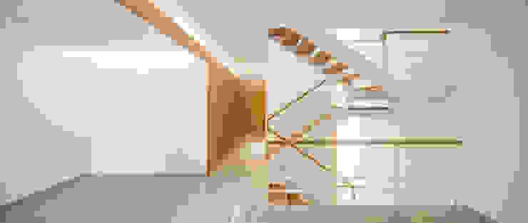 Casa CP Minimalistyczny korytarz, przedpokój i schody od Alventosa Morell Arquitectes Minimalistyczny