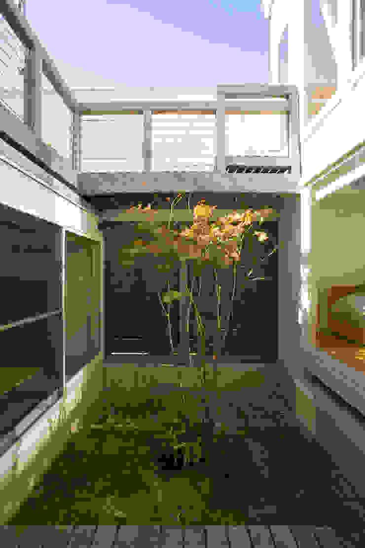 メロディーが囁く家 クラシカルな 庭 の ジェイ石田アソシエイツ クラシック
