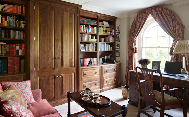 His Study Classic style study/office by Meltons Classic