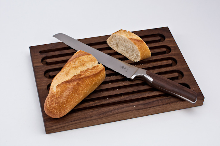 Brotschneidebrett aus Nussbaum: modern  von klotzaufklotz,Modern