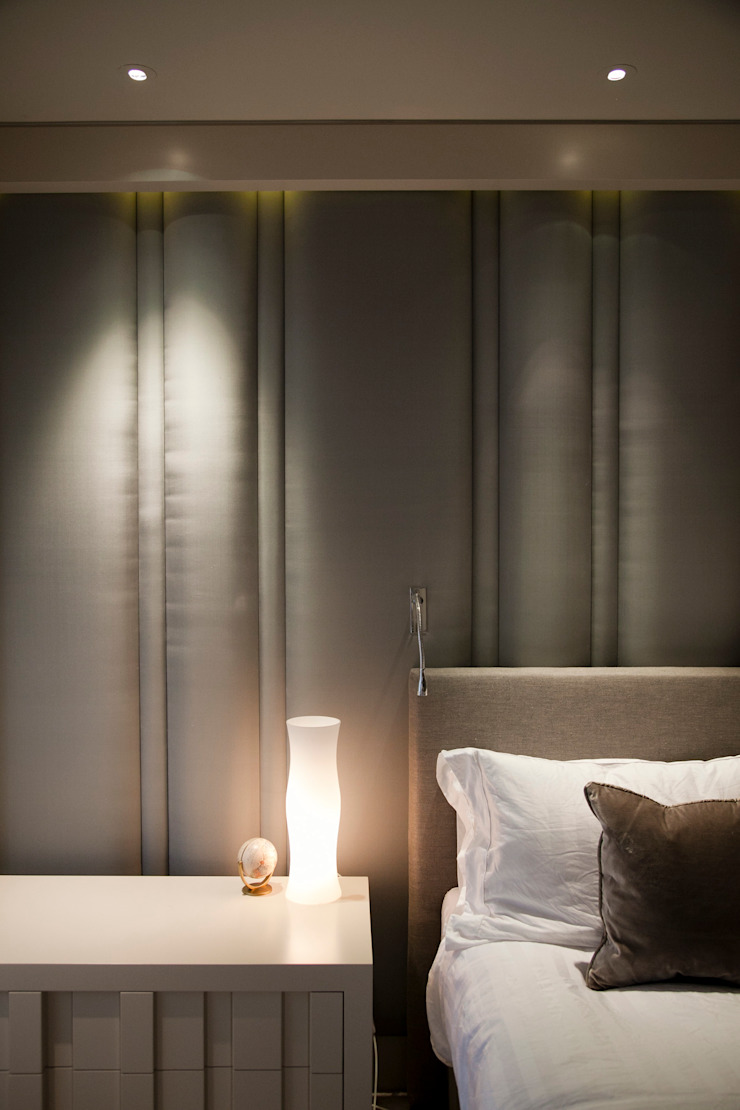Column headboard: modern  by Mille Couleurs London, Modern