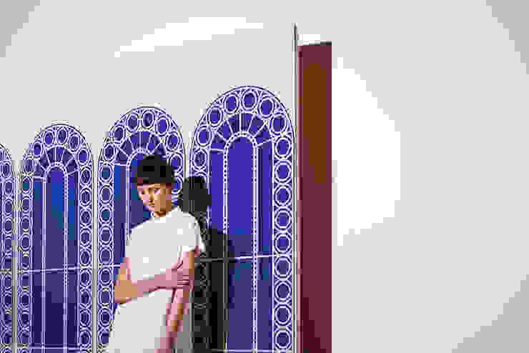 Palladian Wallpaper by CUSTHOM: modern  by CUSTHOM, Modern