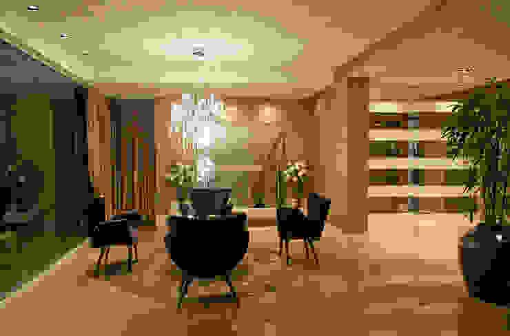 Classic style corridor, hallway and stairs by Daniela Vieira Arquitetura Classic
