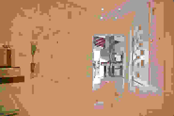 Modern Corridor, Hallway and Staircase by Daniela Vieira Arquitetura Modern
