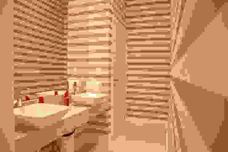 Modern bathroom by Daniela Vieira Arquitetura Modern