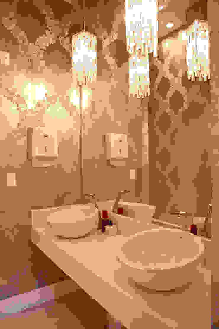 Classic style bathroom by Daniela Vieira Arquitetura Classic