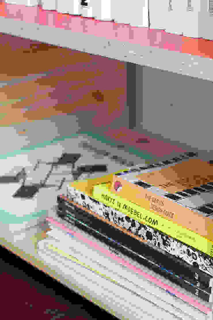 Books & Treasures Shelve Unit Oleh Katleen Roggeman Minimalis