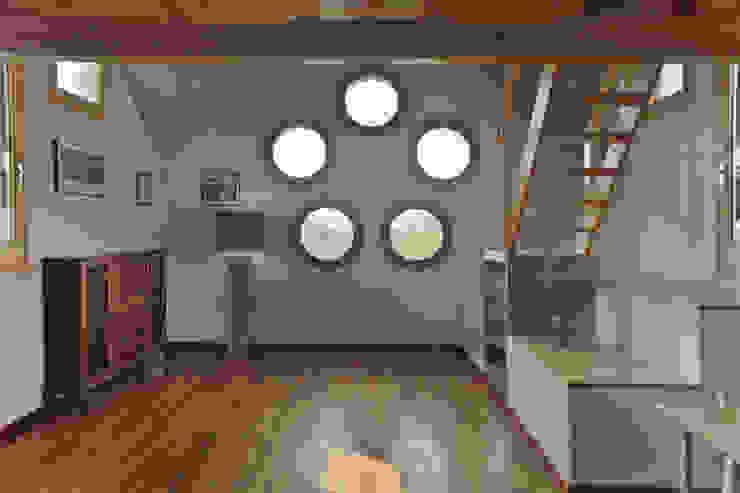 Salón de apartamento en cúpula de edificio mobla manufactured architecture scp Salones de estilo escandinavo