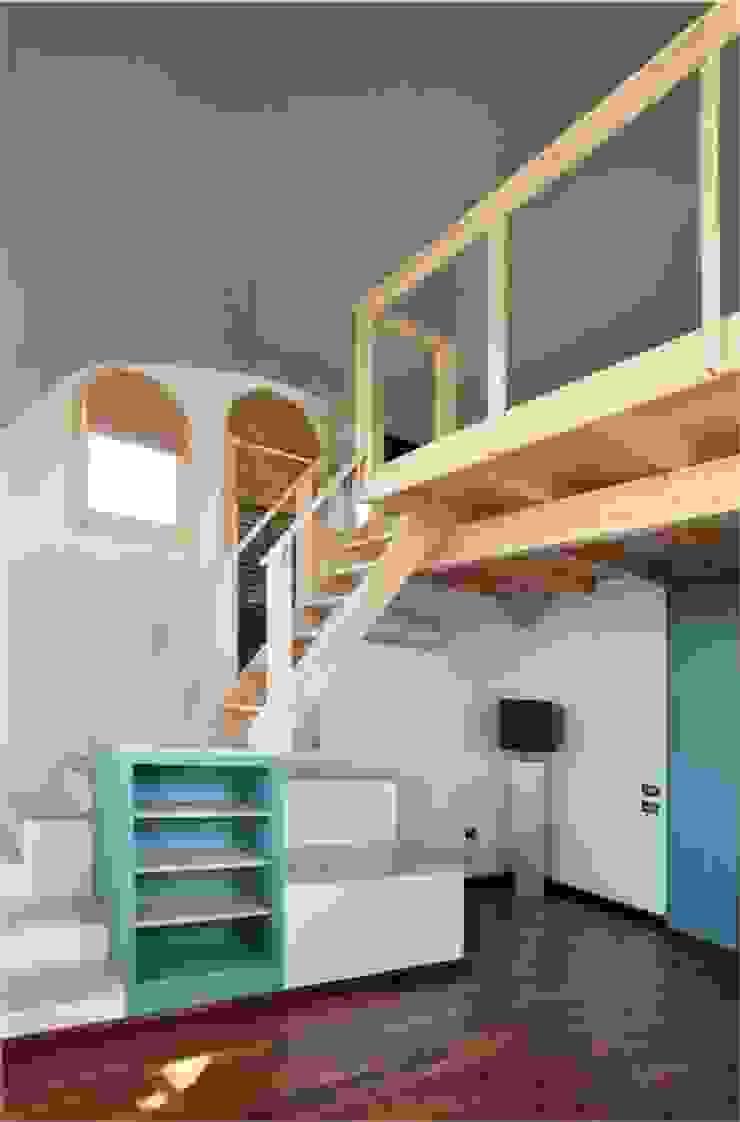 Mueble/escalera de acceso al altillo Dormitorios de estilo minimalista de mobla manufactured architecture scp Minimalista
