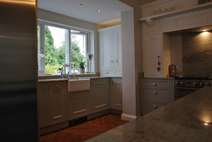 Fitted Kitchen, Newton Mearns, Glasgow, Scotland Cocinas clásicas de Glenlith Interiors (Scotland) Ltd Clásico