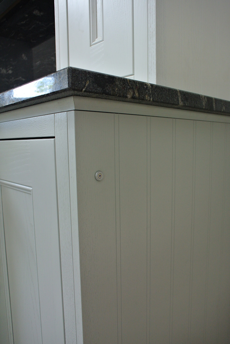 Bespoke Painted Kitchen, Elgin, Moray, Scotland UK Klassieke keukens van Glenlith Interiors (Scotland) Ltd Klassiek